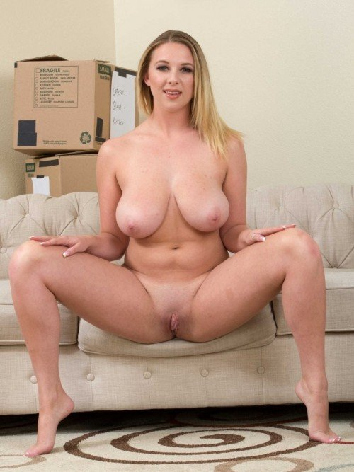 Naked girl Brooke Wylde shows big tits and pussy
