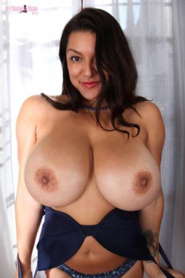 Busty brunette jelena jensen cums after buffing her wet muff 5