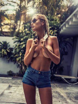 Rachel Mortenson Sexy & Topless (8 Photos)