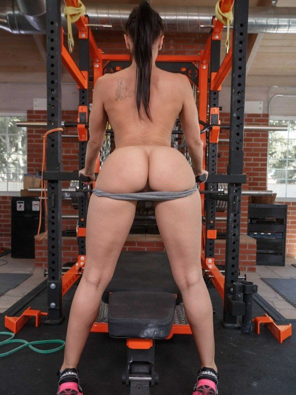 Rachel Starr naked workout in the gym photo
