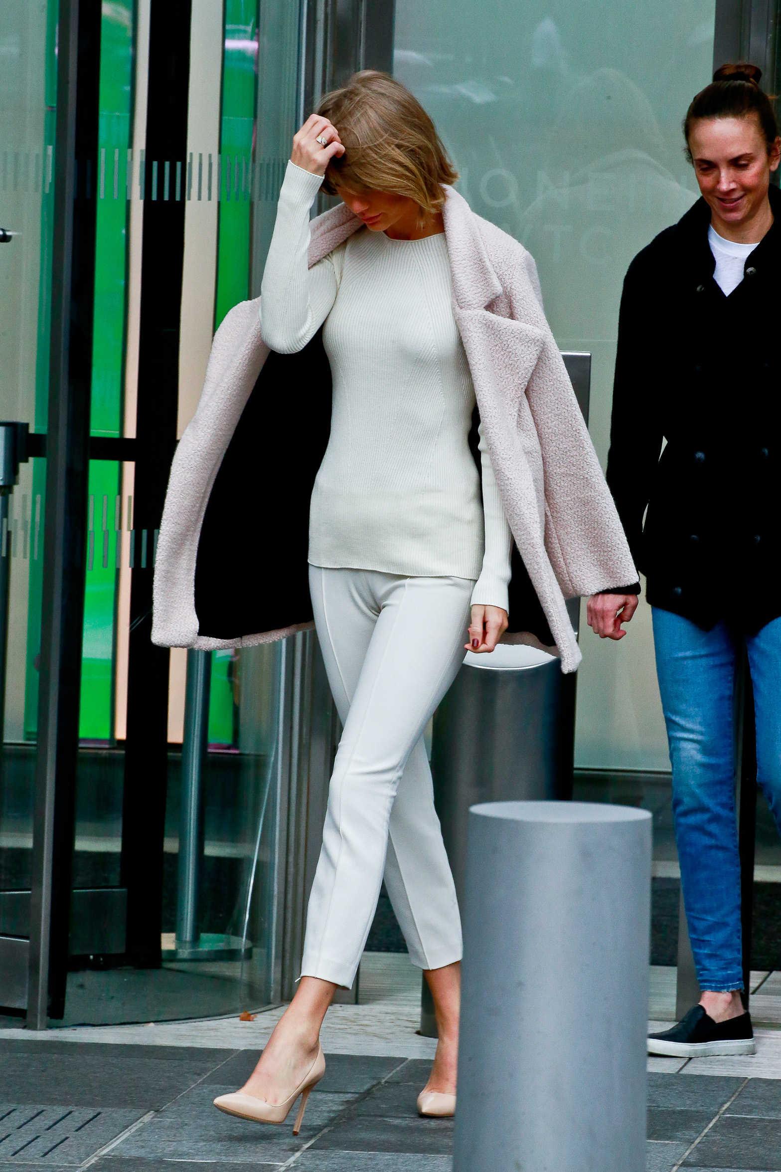 Taylor Swift - Huge Cameltoe (6 photos) ⋆ Pandesia World