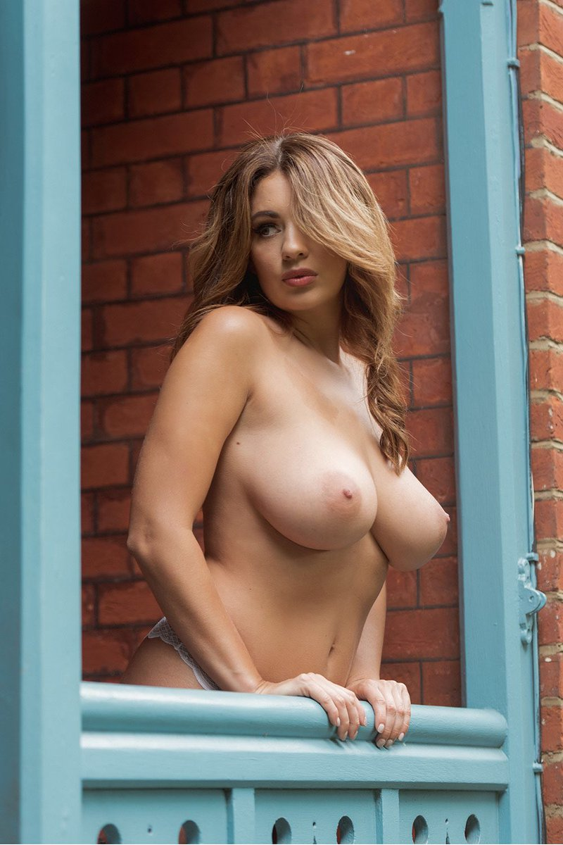 Holly Peers perfect boobs naked
