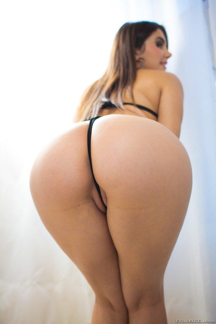 Valentina Nappis big ass and cameltoe string