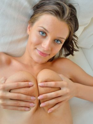 Babe Grab Your Boobs And Don't Leave Them (20 photos)