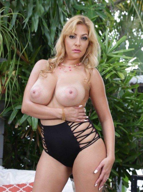 big-boobs-adult-model-Jazmyn Sean-topless