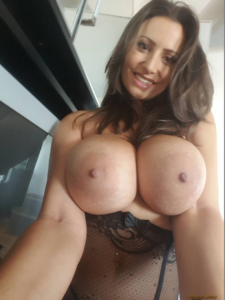Sensual Jane boobs selfie