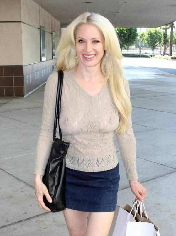 Sara Barrett tits sexy braless