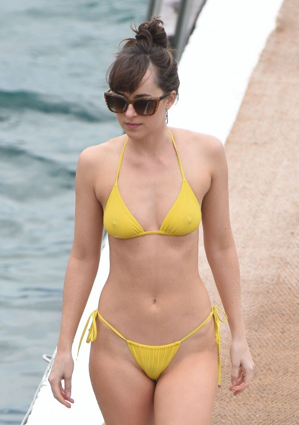 Sexy-Dakota-Johnson-topless-yellow-bikini-5