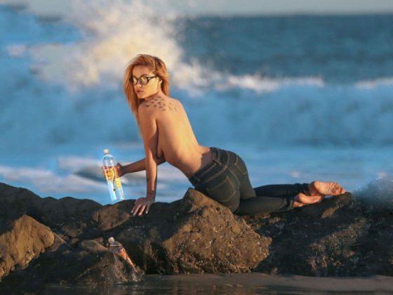 elizabeth-marxs-topless jeans