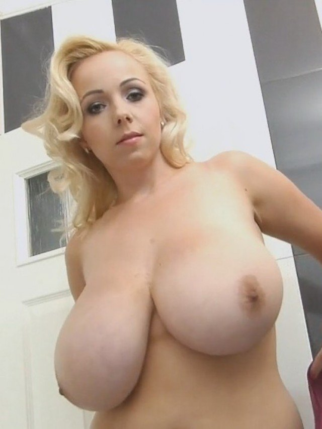 Largest natural breasts Guinness World Records