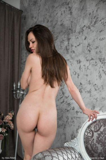 Tanya-H naked ass