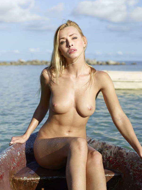 hot blonde Dominika Johannsen nude