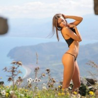 Women posing hot in nature (20 photos)