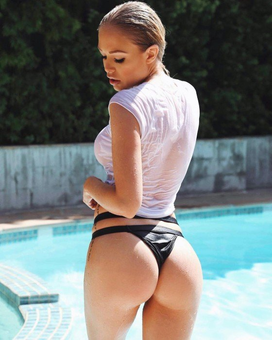 wet babe with sexy ass in swimming pool