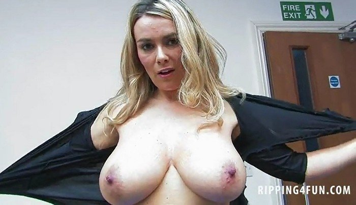 Kelly Burgess shows her big natural tits
