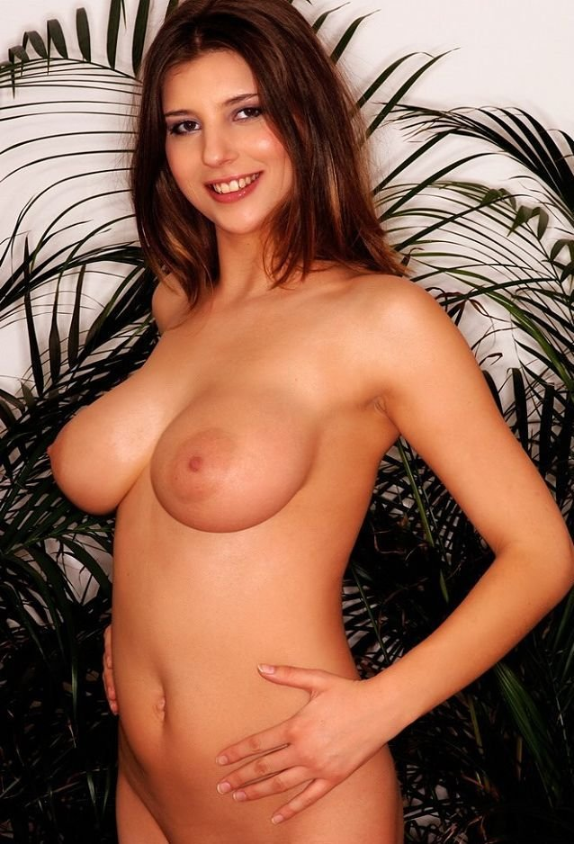 Busty beauty Olivia nude beautiful girl