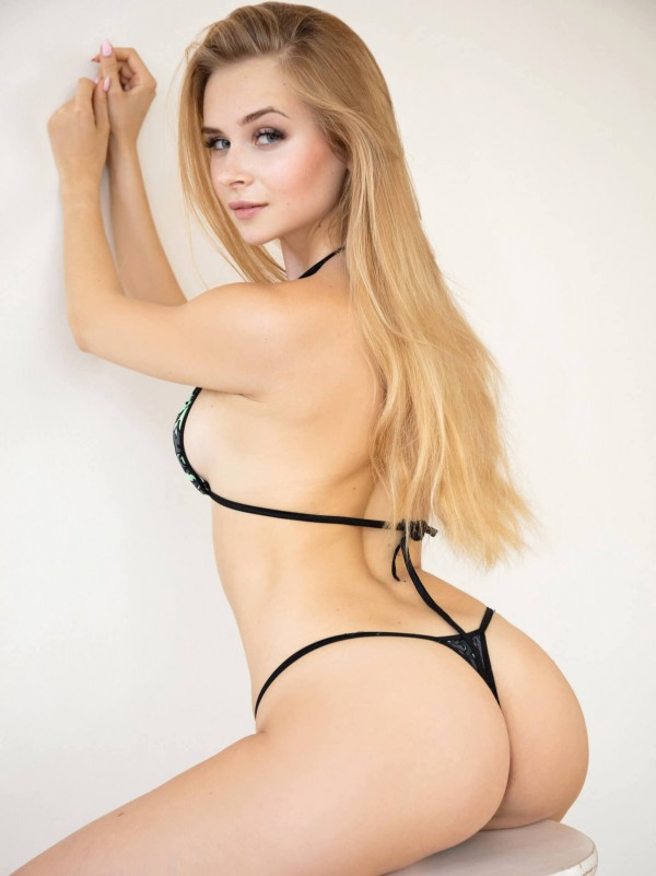 Watch4Beauty Casting sexy blonde Dianna (video and photos)