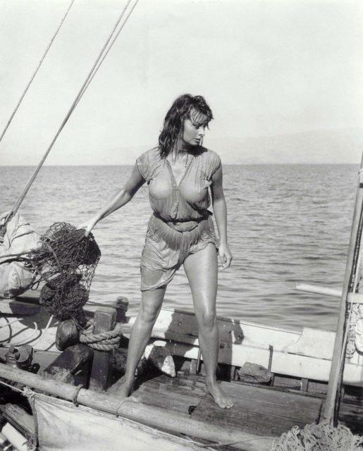 Sophia Loren wet sexy scene