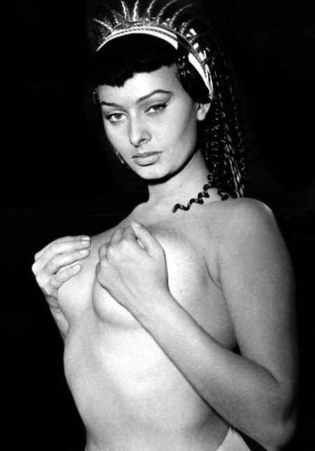 Sofia Loren topless