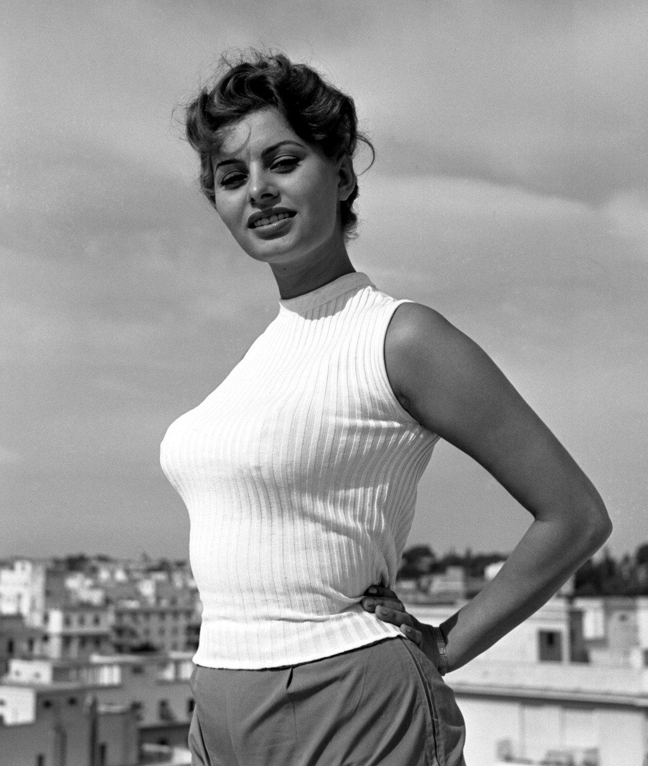 Sofia Loren braless blouse