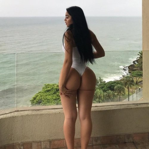 Big booty girl in thong outfits (pics and gif)