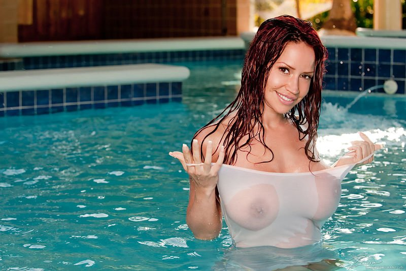Boobs sexy girls in wet t shirts nude scene
